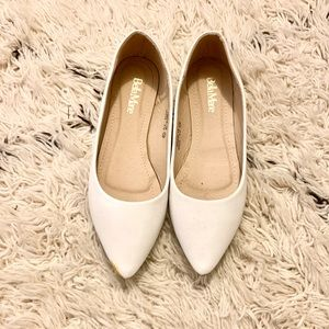Bella Marie White Pointed Flats